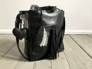 BigBag Midi Fringe Black + Feathers + Heart
